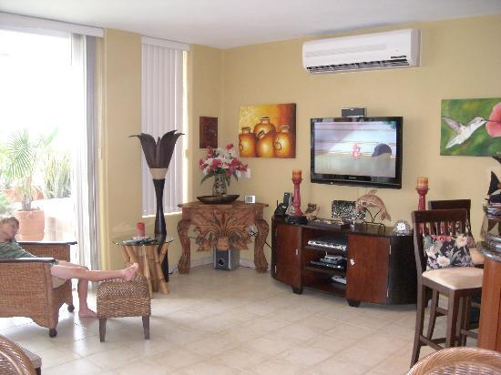 Residencias Reef Condos: Living Room 2