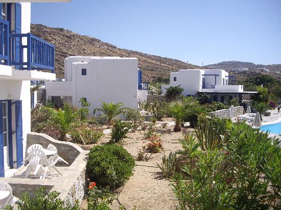 Sunrise Hotel and Suites: Tipica struttura cicladica