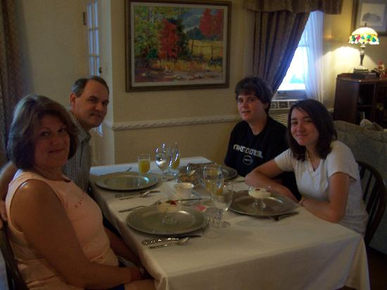Hudspeth House Bed and Breakfast: My family waiting for Jill's wonderful breakfast