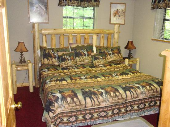 Eagles Ridge Resort: game room bedroom