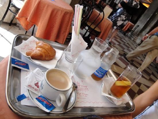 Gran Caffe Chioggia : Cornetto immangiabile