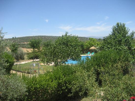 Hotel Rural La Paloma: view of pool from terrace