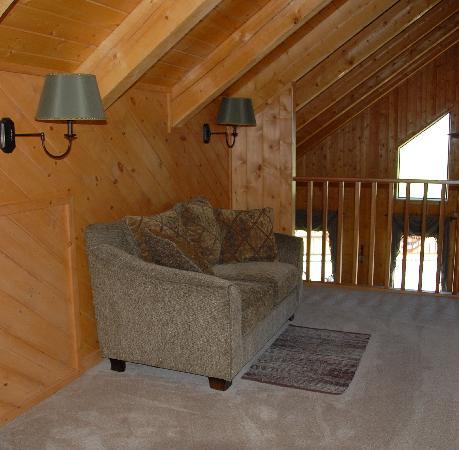 Elkwood Manor Bed & Breakfast: Wilderness Suite: Loft reading area overlooking the dining room
