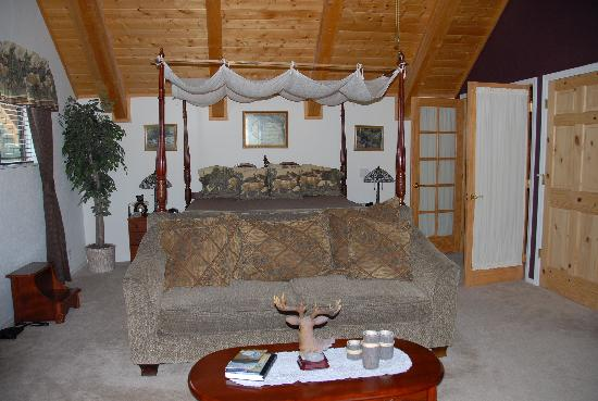Elkwood Manor Bed & Breakfast: Wilderness Suite: Bedroom