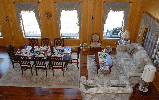 Elkwood Manor Bed & Breakfast: Dining area