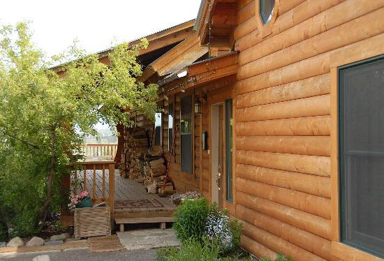 Elkwood Manor Bed & Breakfast: Front entrance