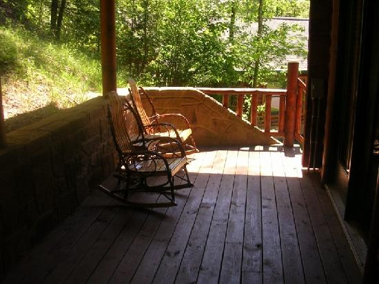 Hot tub on bottom deck picture of gatlinburg falls for Balcony underside