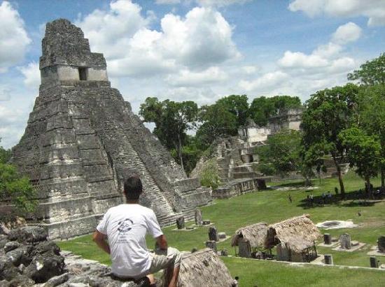 Gran Plaza: El las ruinas de guatemala
