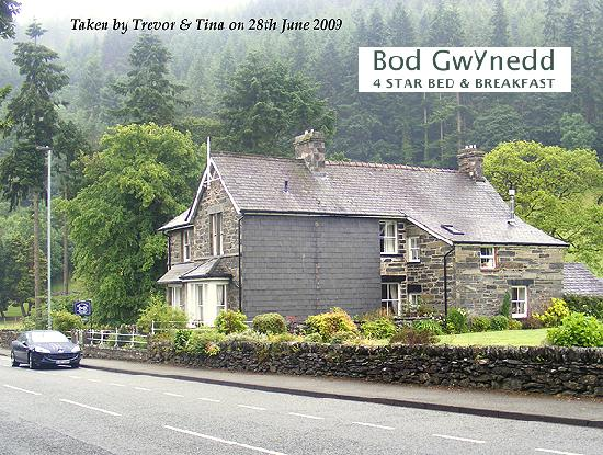 Bod Gwynedd Bed & Breakfast: Look at The parking I had - Yet the town was minutes away!!!