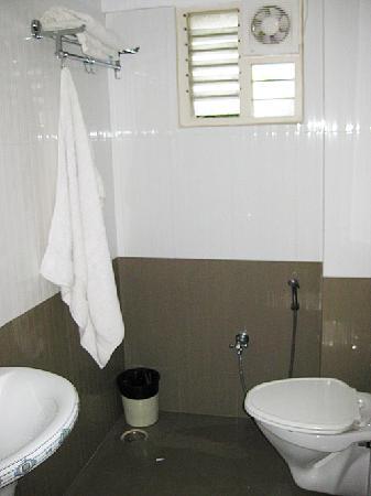 Manjunatha Residency : Modern clean bathroom