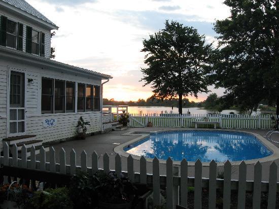The Inn at Tabbs Creek Waterfront B&B: Pool