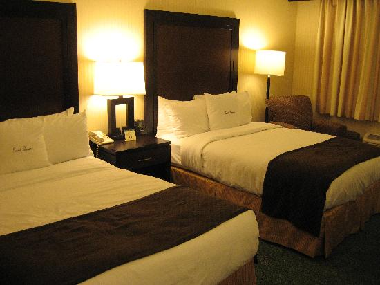 Doubletree Hotel Chicago / Alsip: Room with Double Beds