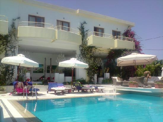 Hotel picture of la piscine art hotel skiathos for Art piscine hotel skiathos