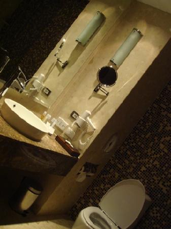 โนโวเทล แบงคอค สุวรรณภูมิ แอร์พอร์ท: Bathroom