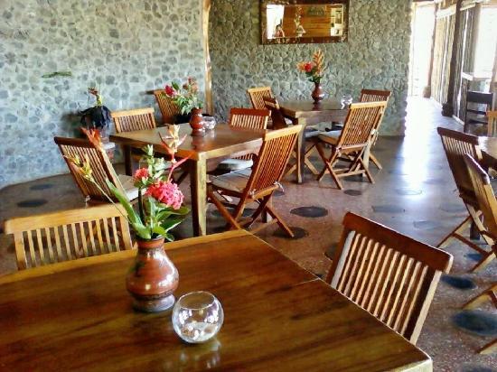 El Sabanero Eco Lodge: Restaurant und Lobby