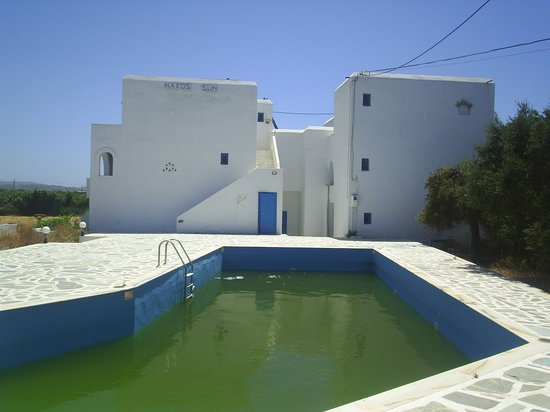 Naxos Sun Studios: The disgusting pool