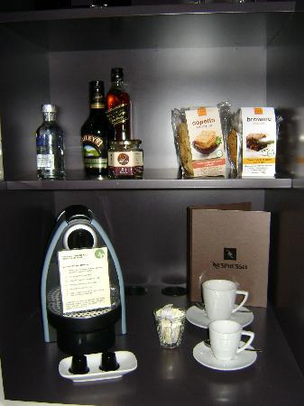 Casa Calma Hotel : Minibar with nespresso