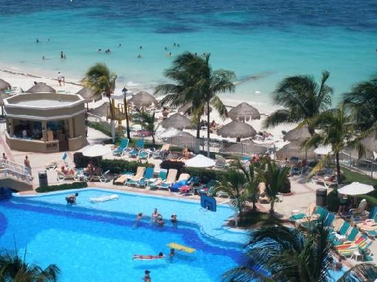 beach view from the bar picture of hotel riu caribe. Black Bedroom Furniture Sets. Home Design Ideas
