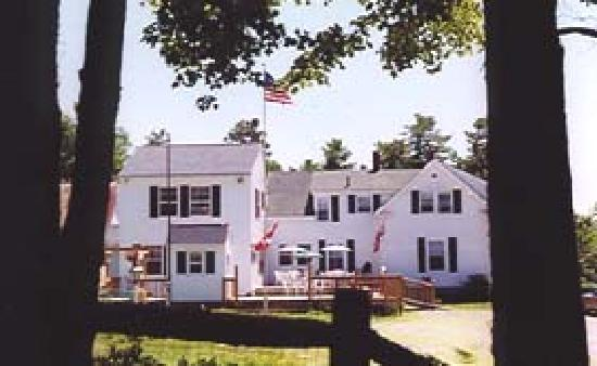 Maplewood Inn & Motel: View of the Inn from the parking lot