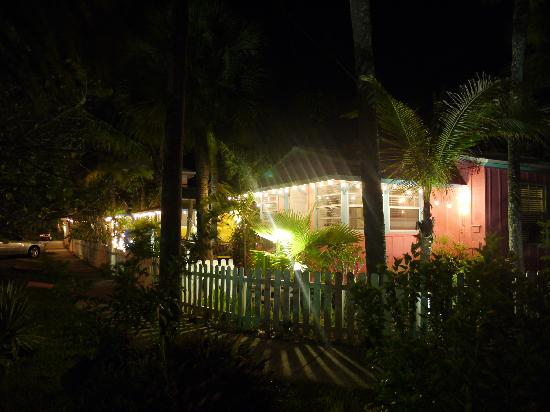 Beach Palms: cottages at night