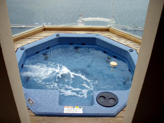 The Coeur d'Alene Resort: Hot tub