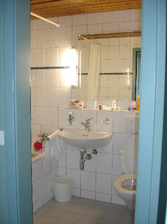 Serpiano, Schweiz: bathroom