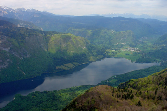 Бохинское озеро, Словения: View of Lake Bohinj from Vogel Mountain