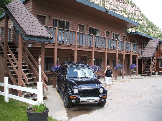 Cascade Falls Lodge: The lodge