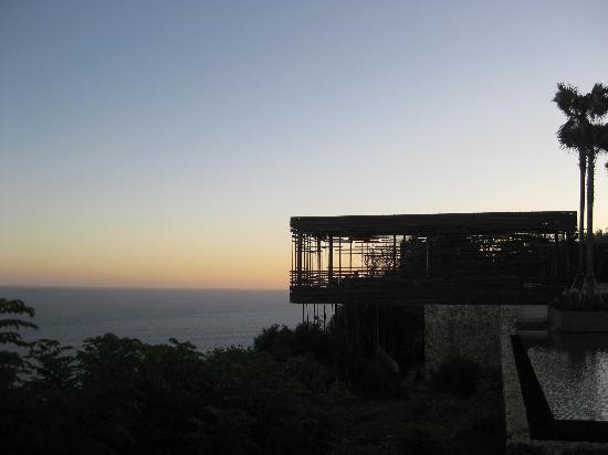 Alila Villas Uluwatu: 夕焼けとカバナ