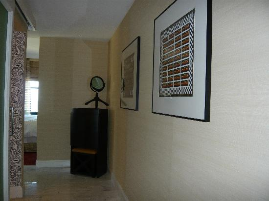 The Blackstone, Autograph Collection: Entry foyer