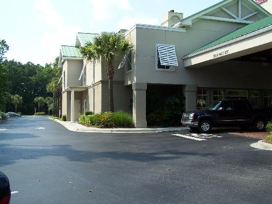 Hampton Inn & Suites Charleston /  West Ashley: Front Entrance
