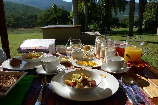 Madi a Thavha Mountain Lodge: Breakfast on the veranda