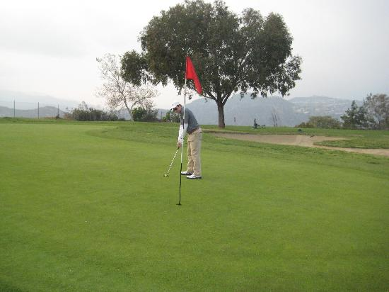 Scholl Canyon Golf Club: Even if I miss this shot, what scenery!