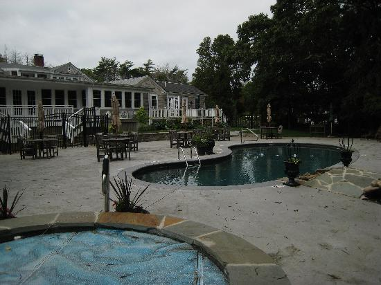 Lambert's Cove Inn: The Pool