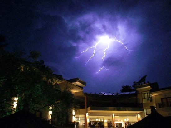 Four Seasons Hotel: more lightning at Four Season