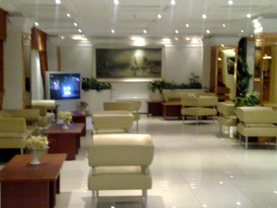 Gostaresh Hotel : part of the lobby of hotel