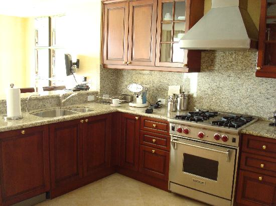 Acqualina Resort & Spa on the Beach: kitchen 1