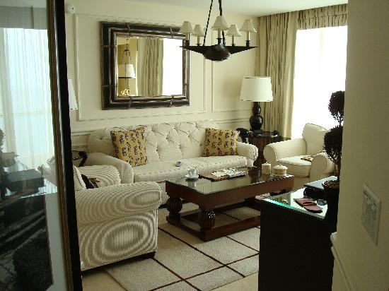 Acqualina Resort & Spa on the Beach: living room