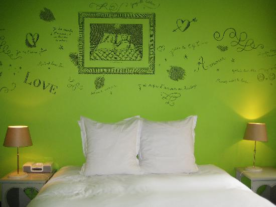 Hotel Amour - green room wall graffiti