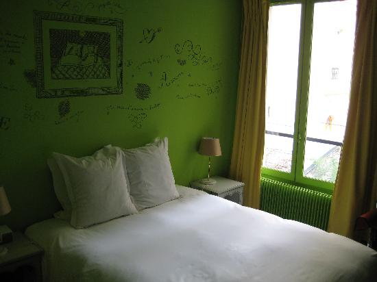 Hotel Amour - green room