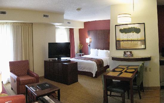 Residence Inn Chattanooga Downtown: Room