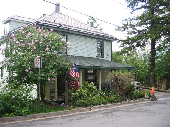Alaska's Capital Inn Bed and Breakfast: front of inn