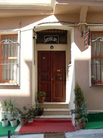 Mystic Hotel: front door