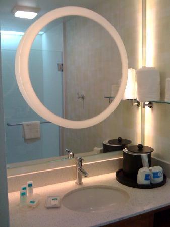 SpringHill Suites Cincinnati Midtown: Bath Vanity