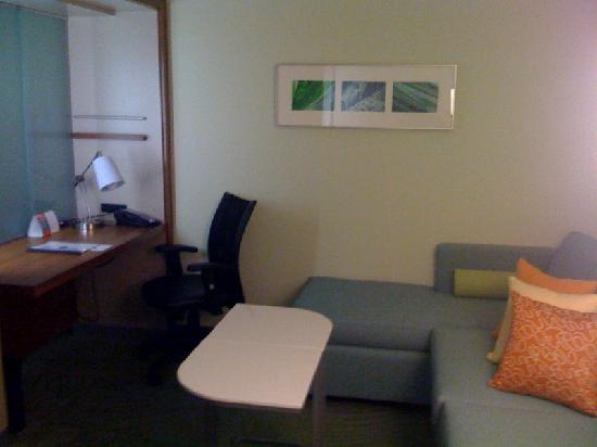 SpringHill Suites Cincinnati Midtown: Living and Working Area