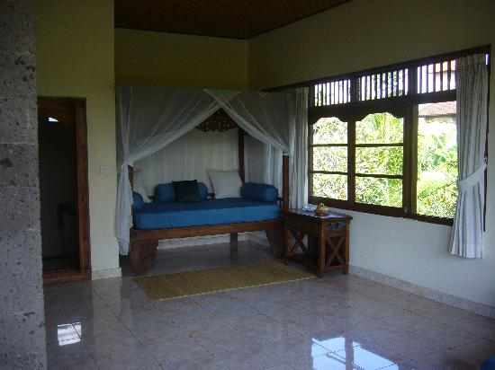 Alam Shanti: Spacious balcony...