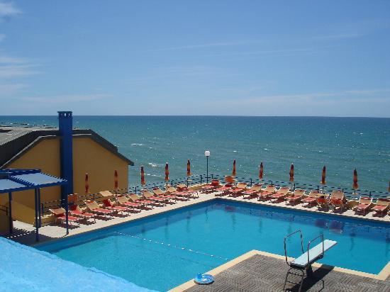 Grand Hotel Dei Cesari: piscine
