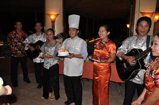 Alegre Beach Resort: Birthday cake