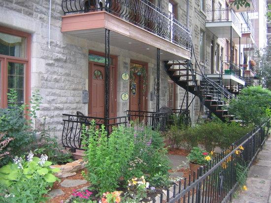 Accueil Chez Francois B&B: Front of B&B  building