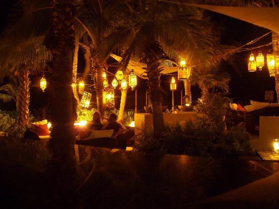 Grace Bay Club: Anacoena at night - fantastic ambience!